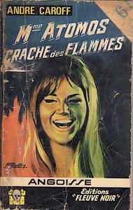 Madame Atomos crache des flammes